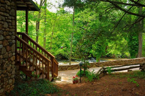 exterior-chickadee-cabin