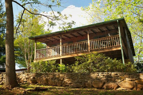 hummingbird-cabin-exterior